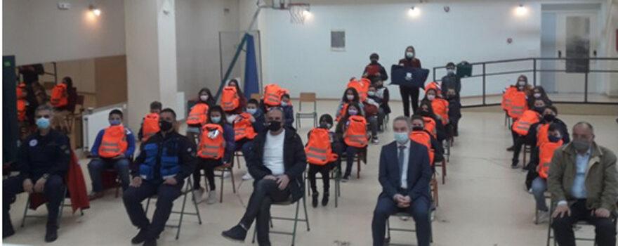 Παράδοση εξοπλισμού στους μικρούς διασώστες του Πειραματικού Σχολείου Φλώρινας